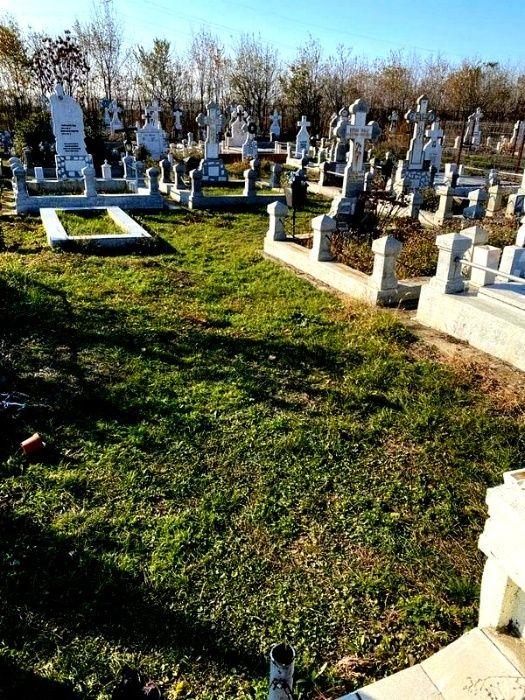 Vând 2 locuri alăturate de veci - Buzău – Cimitir Sf. C-tin si Elena Buzau - imagine 1