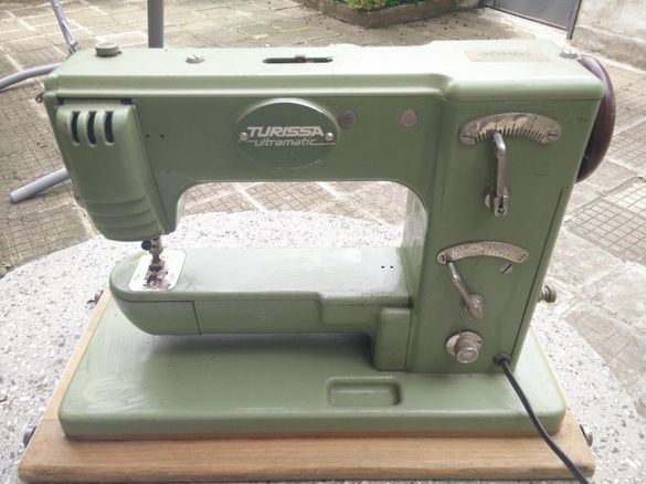 Продавам много стара швейцарска шевна машина.