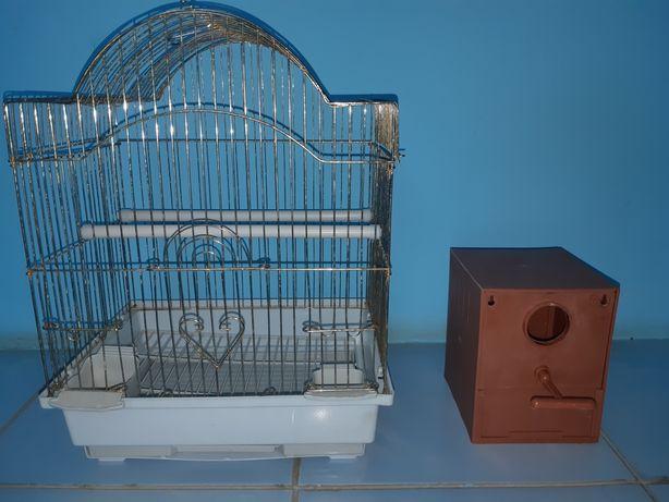 Продам клетку и домик (гнездо) для волнистых попугаев.