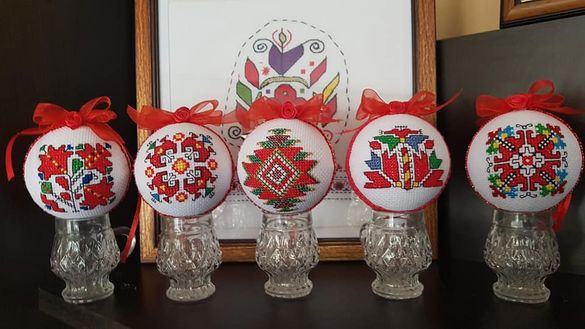 Коледни топки ръчна бродерия