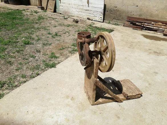 Машина за ронене на царевица