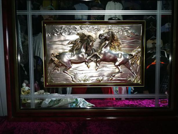 Большая картина производства Италия лошади частично сделаны из серебра