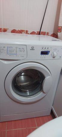 Машинка стиральная Indesit продам