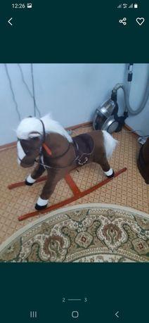 Продам лошадку качалку