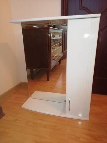 Шкаф-зеркало для ванной комнаты