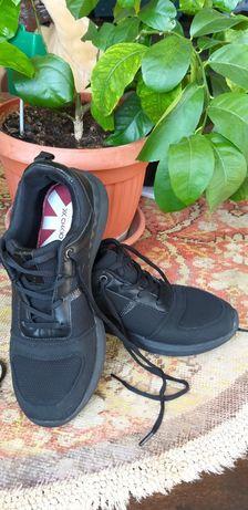 Pantofi sport negrii unisex, marimea 40, Chika 10, foarte usori - Noi.