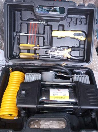 Двубутален компресор с дебит 85 литра въздух и инструменти