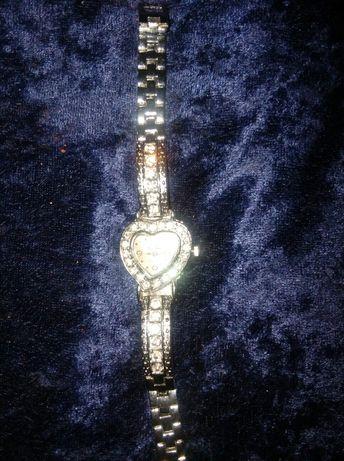 Продавам перлени гривни и часовник сърце с цирконий уникат промоция
