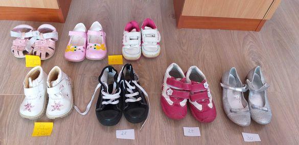 Обувки различни размери за момичета