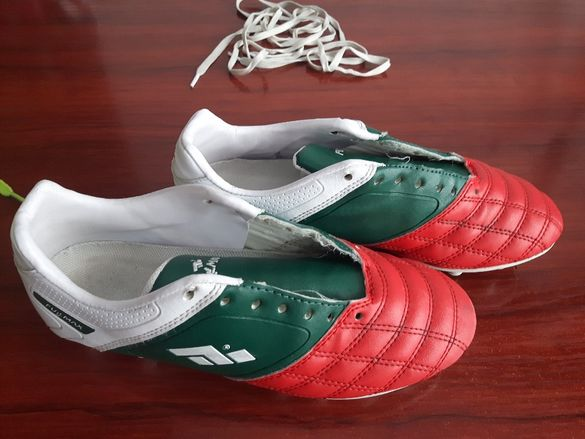 Футболни обувки за трева номер 36. Бутонки