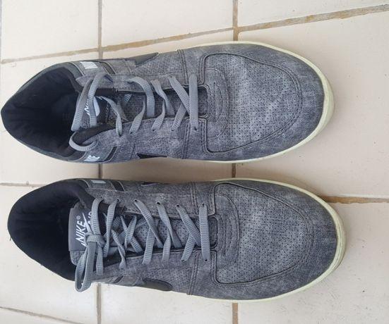 Adidaşi Nike mărimea 44