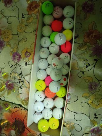 Vând mingi de golf