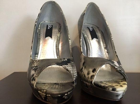Чисто нови дамски обувки на ток