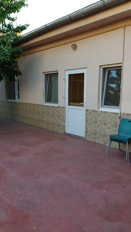 Proprietar închiriez apartament 2 camere la casa in zona Balcescu.