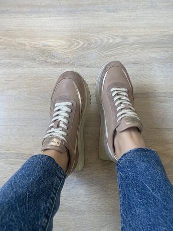 Продам кроссовки из натуральном кожи и замши