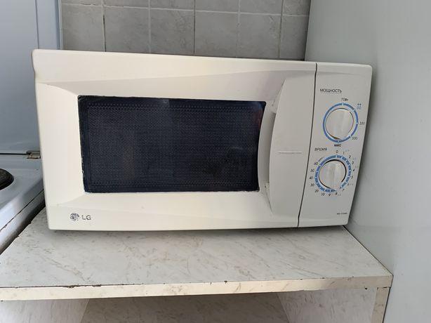Продам микровалновую печь LG
