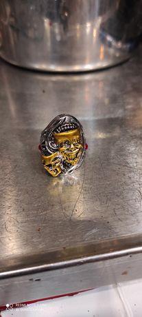 Продам кольцо размер 20