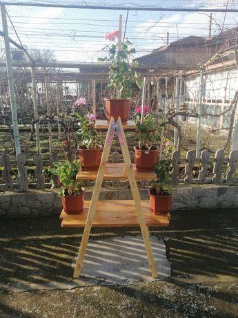 Дървен цветарник
