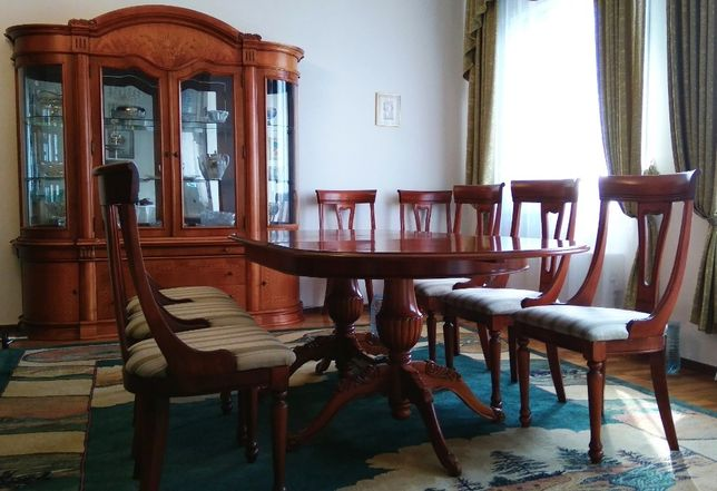 Румынская гостиная мебель (Сервант, Стол, 8 стульев, Комод и т.д.)