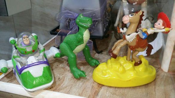 Играчки запазени от различни детски филмчета