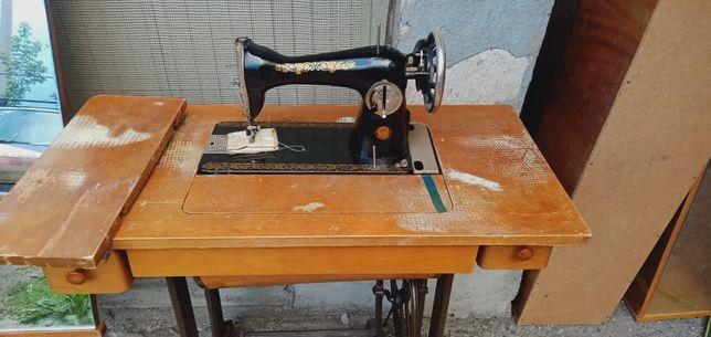 Продам машинку швейную