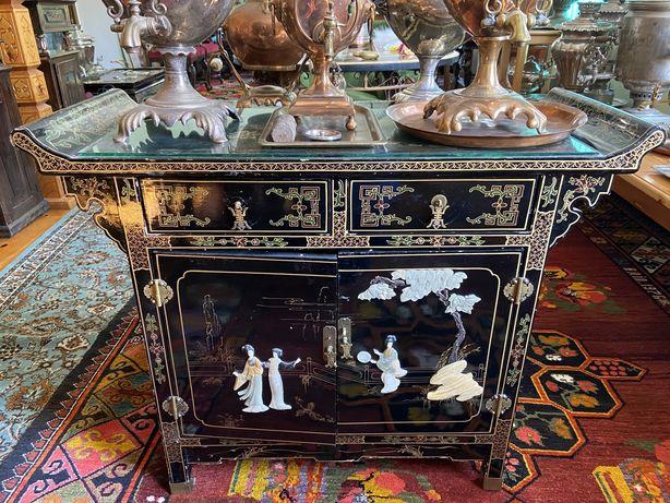 Роскошный антикварный китайский гарнитур - комод, столик, две тумбы