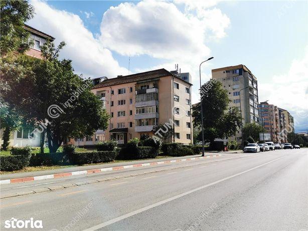 Apartament renovat cu 2 camere si pivnita in zona Mihai Viteazul