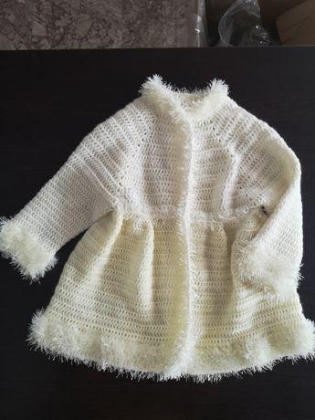 Плетена жилетка за момиченце