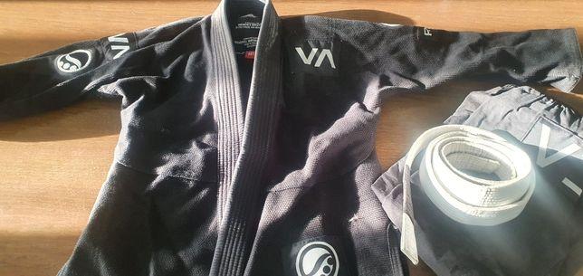 Продам кимоно мальчик до 10 лет