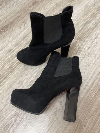 Продам зимнюю женскую обувь,кроссовки,ботильоны