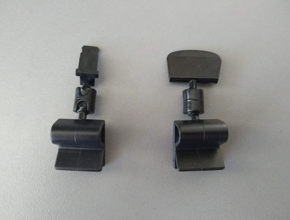 Щипка за тавички с конектор за етикетници или фирмени етикети