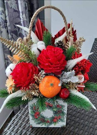 Ladita cu flori din hartie si decoratiuni de Craciun