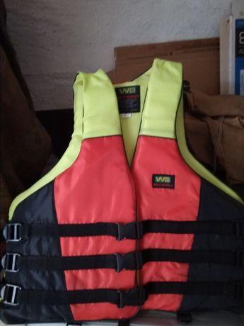 Продам спасательные жилеты