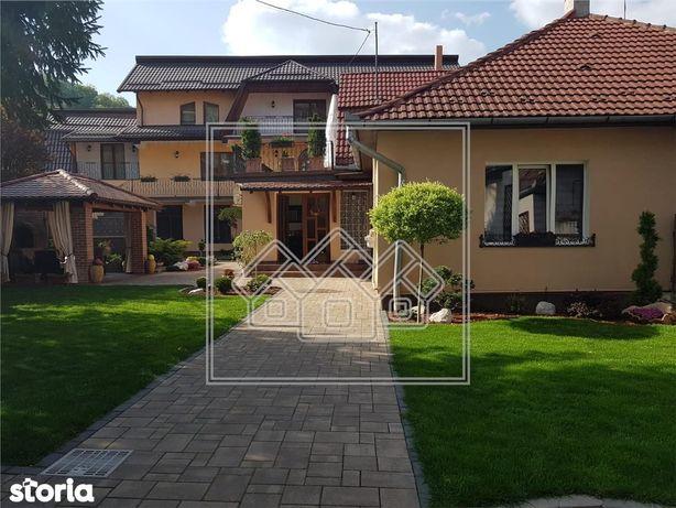 Casa cu 7 camere, individuala - Medias - teren si garaj