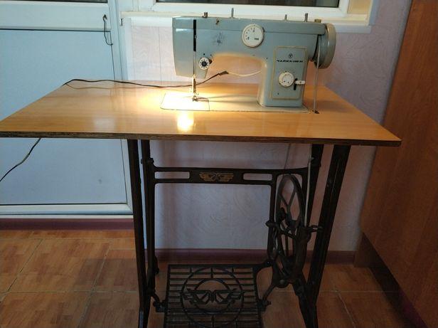Швейная машинка, марка Чайка 132 М