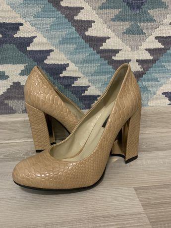 Туфли лаковые бежевые (39)