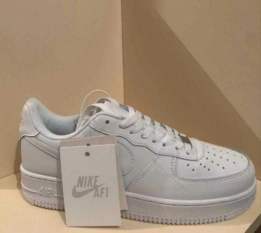 Низкие/Белые Nike Air Force 1