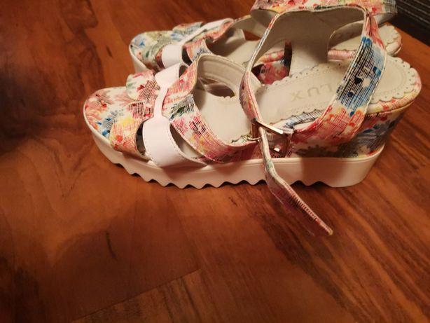 Sandale damă cu platforma
