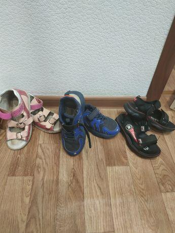 Продам сандали, кроссовки на девочку и мальчика