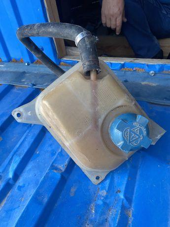 Продам разширттельный бачок от ауди 80 б4 и радиатор