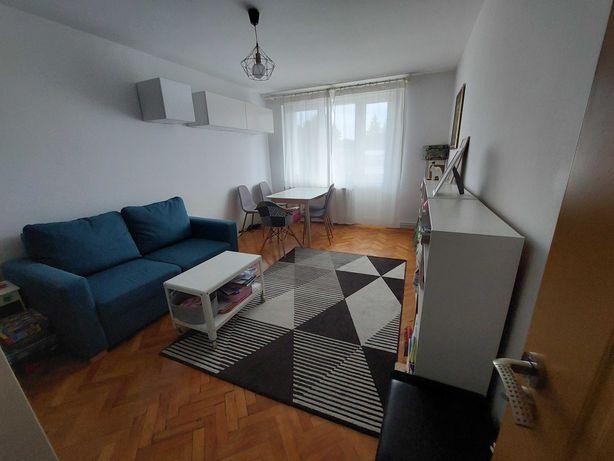 Apartament cu 2 camere, central, et. 3, finisat, parțial mobilat