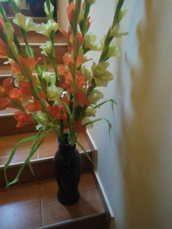 изкустени цвета гладиоли и лалета+подарък за дома