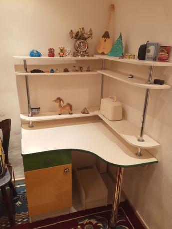 Продам письменный /компьютерный стол