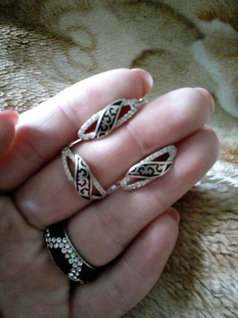 Продам серебреный нобор кольцо и серьги за 17000тг