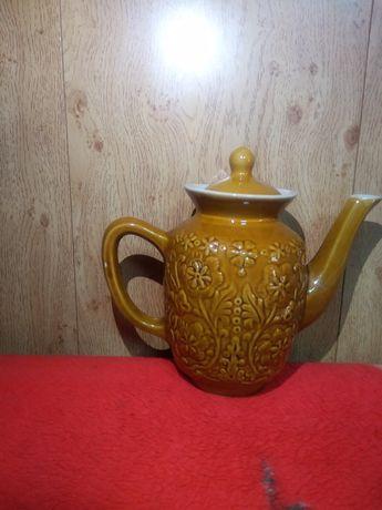 Чайник и сосуд керамические