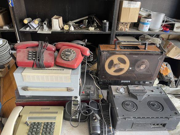 Грамофон  и магнетофон и два брая телефони panasonis и philips
