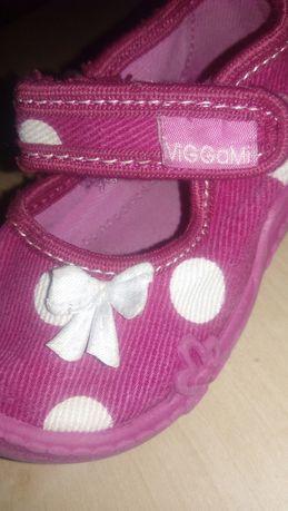 Детски пантофи и сандали