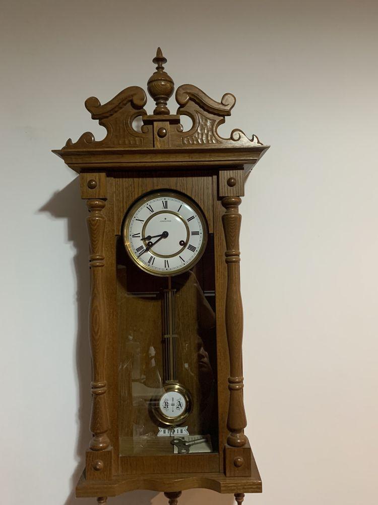 Ceas cu pendulă antic