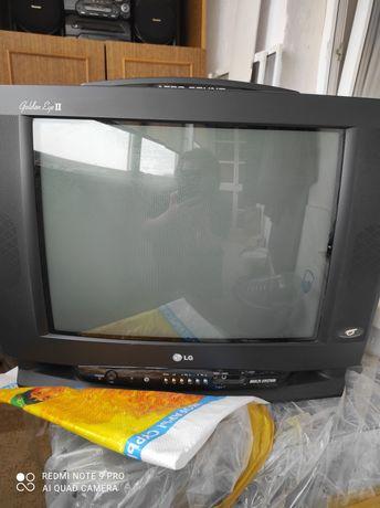 Телевизор LG корейская сборка хорошее изображение можно на дачу