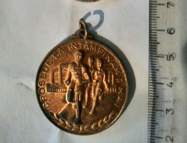 Vând sau schimb patru medalii vechi.